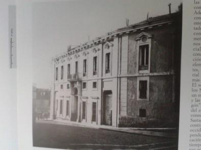 Fotografía antigua de la fachada del Palacio de Godoy.