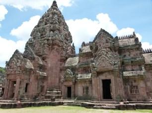 Wat interior de Phanom Rumg, se aprecia la diferencia de color de las piedras originales y las utilizadas en su reconstrucción