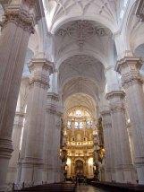 Nave central de la Catedral de Granada.