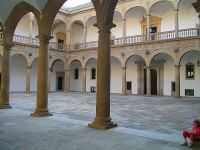 Patio del Hospital Tavera en Toledo.
