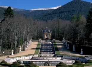Vista de la Fuente de la Cascada en el Palacio de la Granja de San Ildefonso en la actualidad. Wikimedia Commons.