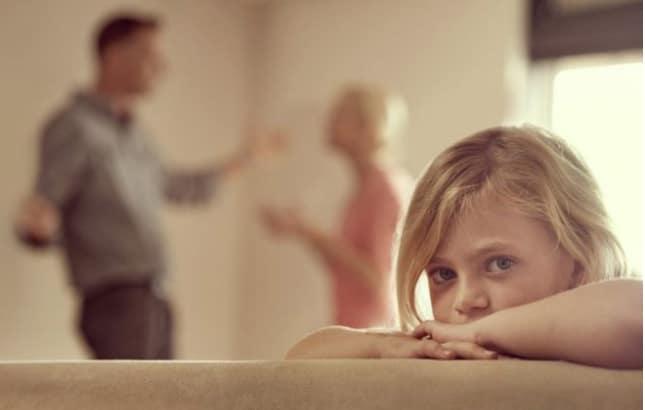 Parents en désaccord avec l'éducation des enfants