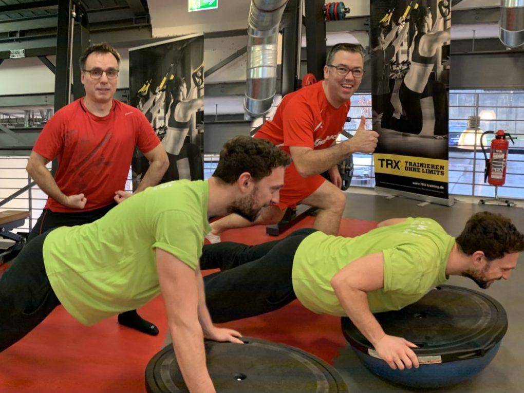 Karsten und Martin schauen beim Training