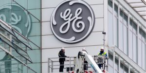 Should You Buy General Electric Stock Ahead of Earnings This Week?