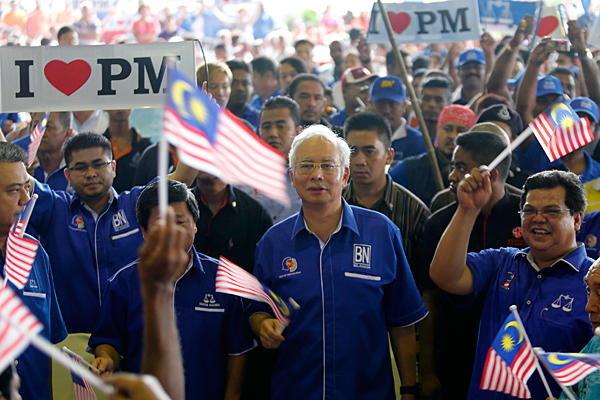 Malaysia's BN coalition hangs on to power