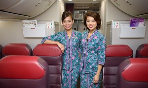 HONG KONG, CHINA - MAY 12, 2014: Malaysian Airline crew members