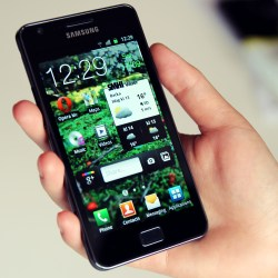 Samsung_Galaxy_S_II_in_hand