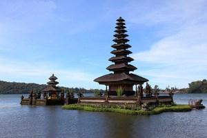Indonesia, Bali, Lake Bratan, Ulun Danu Temple,