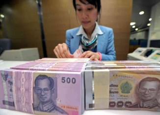 Thai baht tumbles to six-year low versus US dollar
