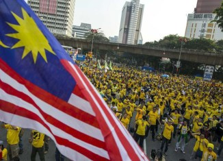 Pressure mounts on Najib on second day of Malaysia protests