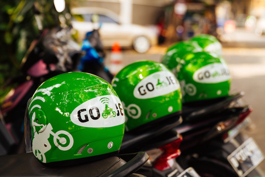 Indonesia tries issuing ban on taxi & motorbike apps, triggers online furor