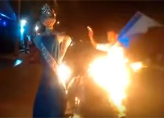 Colombian burns Philippine Miss Universe effigy, says sorry