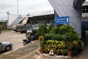 Thai-Lao border station_Arno Maierbrgger