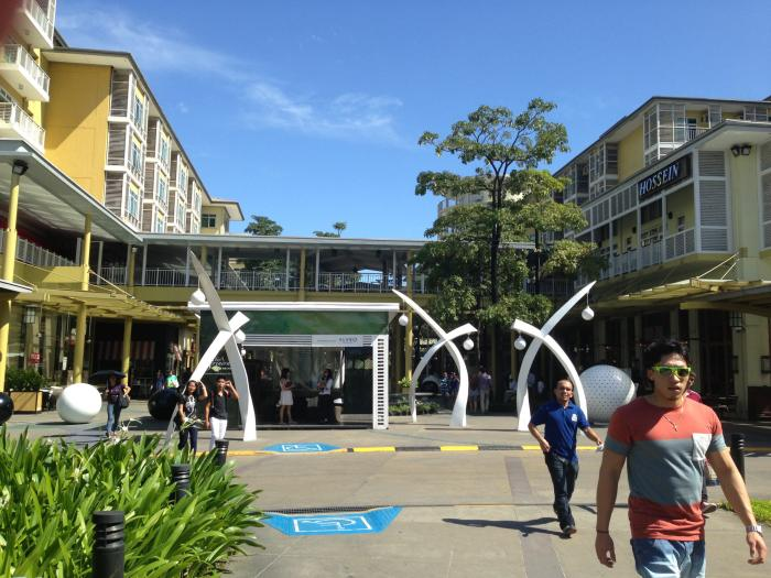 Bonifacio High Street - A hip commercial and business complex in Fort Bonifacio Photo: Imran Saddique