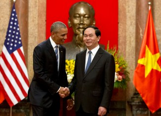 Obama lifts US arms embargo on Vietnam in historic move