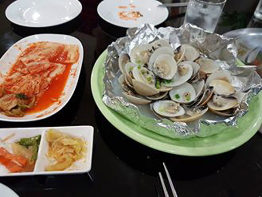 North Korea food_Steamed shellfish_Arno Maierbrugger