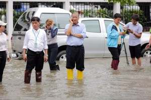 Bangkok governor managing floods