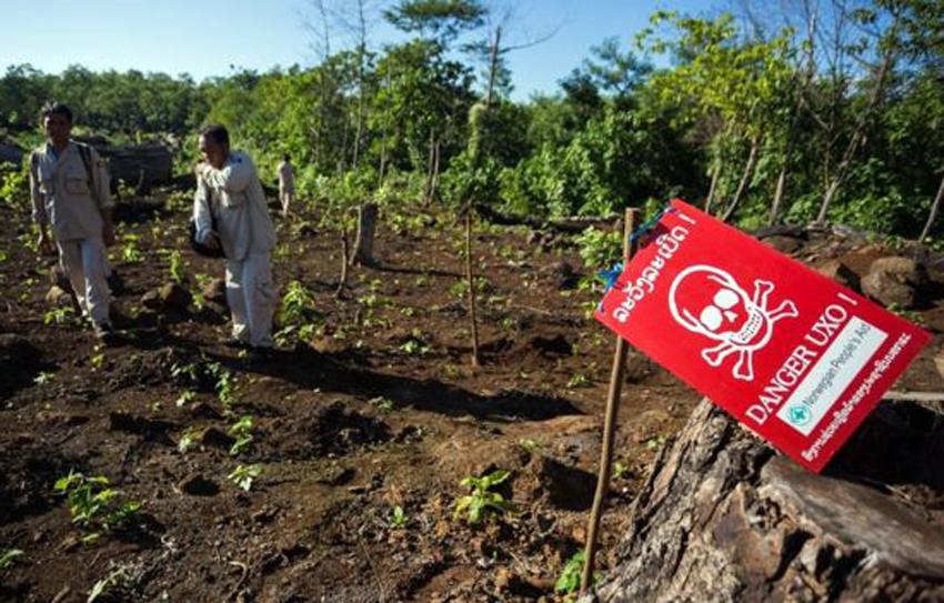 Obama promises to clear Laos of Vietnam War-era bombs