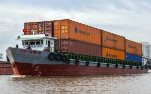 Vietnam foreign trade volume jumps to a record 0 billion