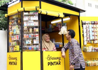 "Indonesia's ""smart Kiosk"" Startup Raises More Funds To Digitise Street Vendors"