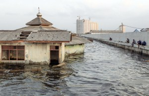 Sinking Jakarta Urgently Needs Giant Sea Wall For Its Protection