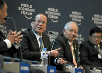 Aquino beats the big drum in Davos