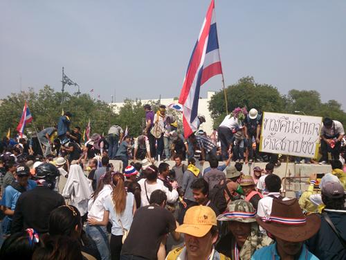 Bangkok Protests3 Dec 9_Arno Maierbrugger