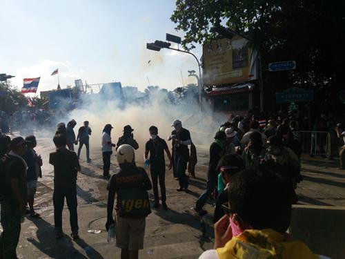 Bangkok-riots-Dec-2013_6_Arno Maierbrugger