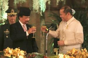 Bolkiah_Aquino_cheers