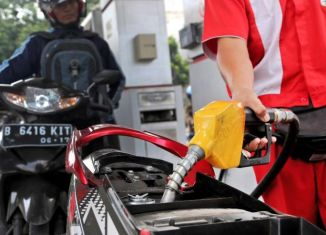 Widodo mulls raising fuel prices as early as October