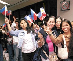 Aquino touts Philippine economic growth
