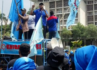 Indonesian workers demand 50% minimum wage rise