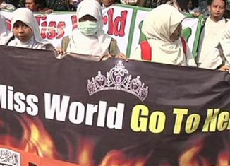 Indonesian Muslims rally against Miss World contest