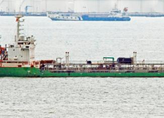Pirates loot oil tanker off Malaysia's coast