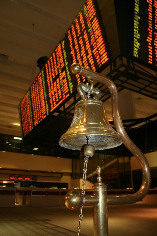 PSEi: Time to buy or bail out?