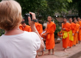 Laos expects 4 million tourists in 2015