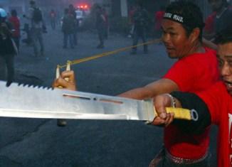 Thailand: Red Shirts threaten to 'surround Bangkok'