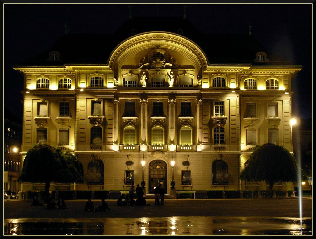Swiss banks freeze North African dictators money