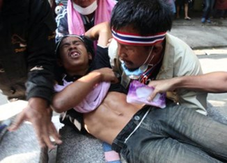 Thai protests start turning more violent