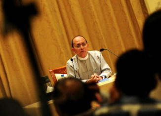 Obama extends certain sanctions against Myanmar