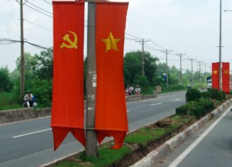 Foreign cars must have escort while driving in Vietnam