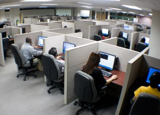 India loses 70% of voice and call center business to Philippines