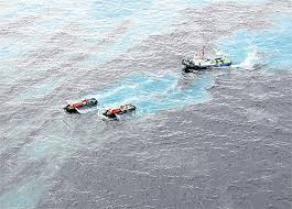 Major oil spill in Thailand threatens tourism