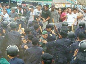 rubber farmers protest