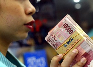 Indonesia's rupiah slumps to new low