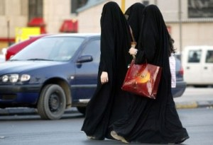 saudi-women-walking