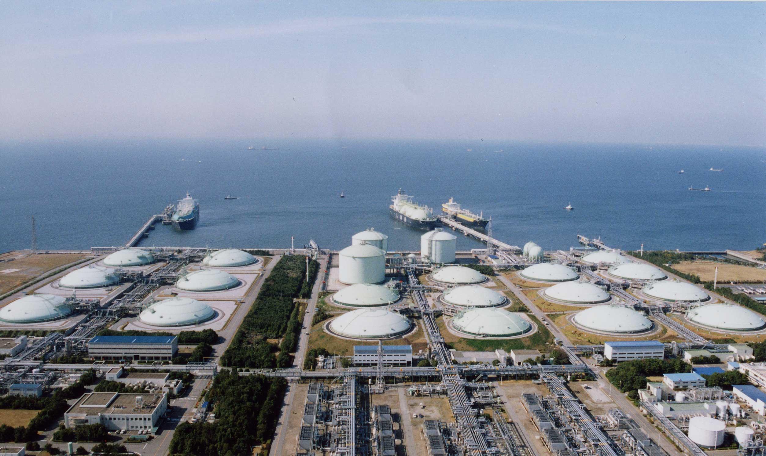 Singapore conducting LNG stockpile race