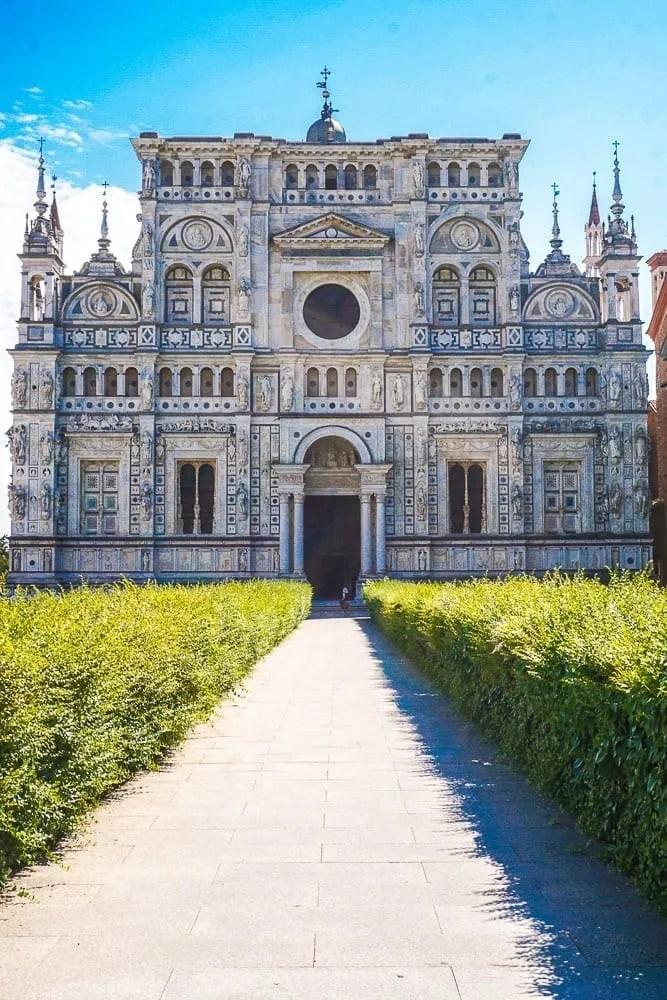 La facciata della Certosa di Pavia