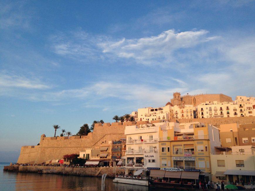 Peñíscola, puntal del castillo frente a la playa
