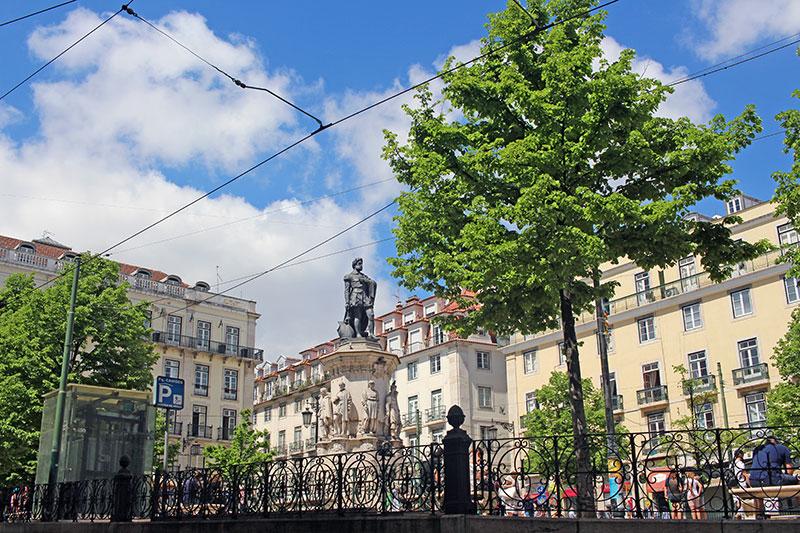 Plaza Luis de Camoes, Qué hacer en Lisboa